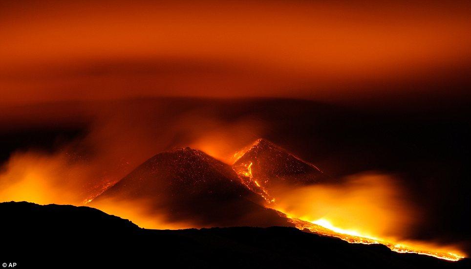 Volcanoes night noche volcanes hermigua