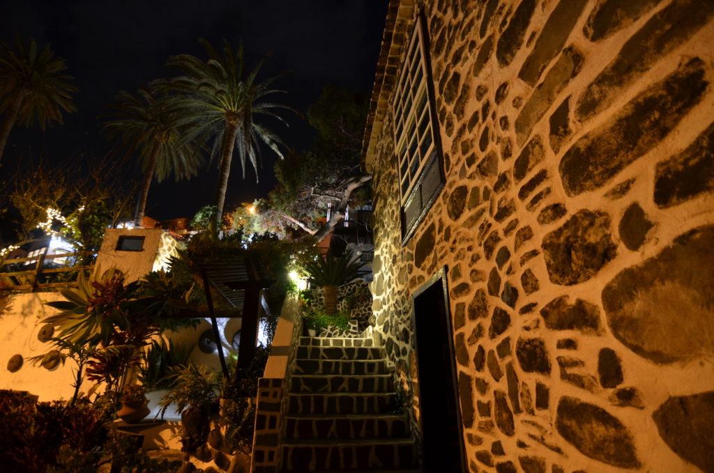 Jardín de Los Telares de noche